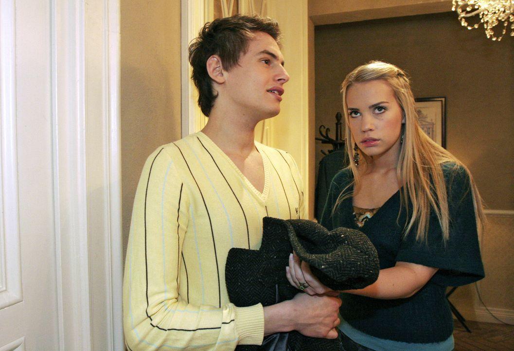 Kim (Lara-Isabelle Rentinck, r.) zweifelt, ob sie Alexander (Shai Hoffmann, l.) wirklich vertrauen kann - und bereut, dass sie ihm von der Entführun... - Bildquelle: Noreen Flynn Sat.1