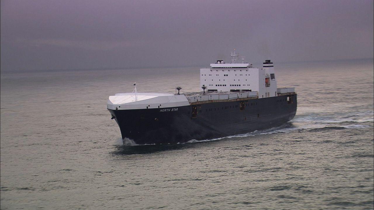 Das Megaschiff North Star verkehrt von Alaska zum US-amerikanischen Festland und zurück und transportiert Nahrungsmittel und Baustoffe. Das Schiff i... - Bildquelle: Exploration Production Inc.