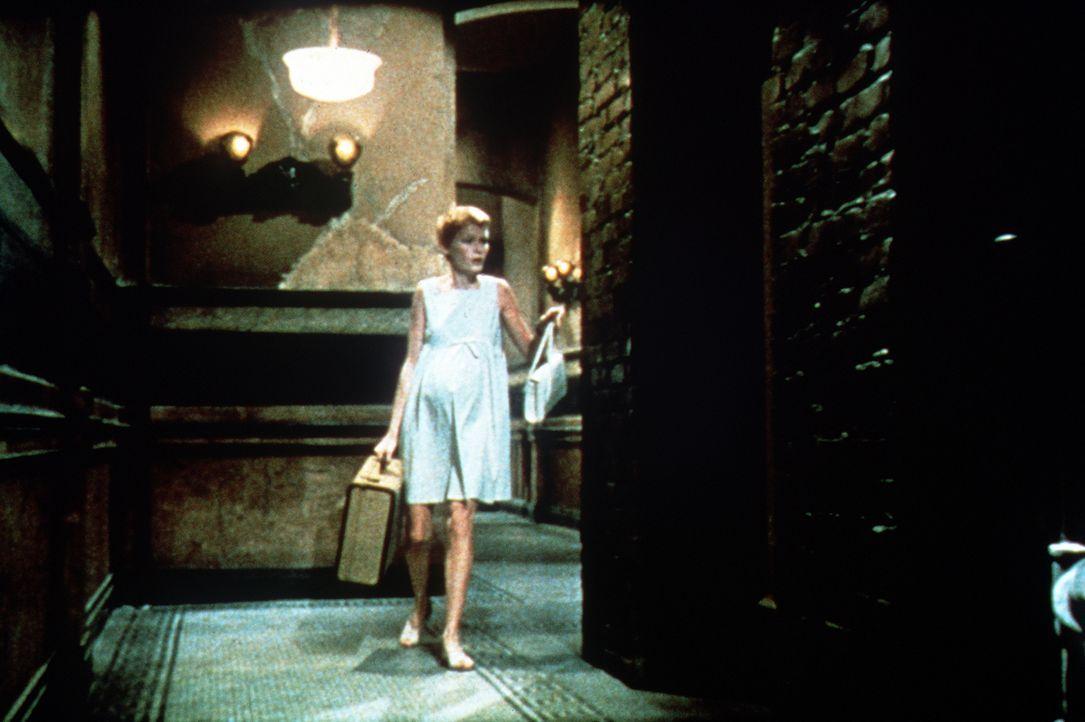 Nach ihrem diabolischen Alptraum wird die schwangere Rosemarie (Mia Farrow) von Angstvisionen und Paranoia gepackt ... - Bildquelle: Paramount Pictures