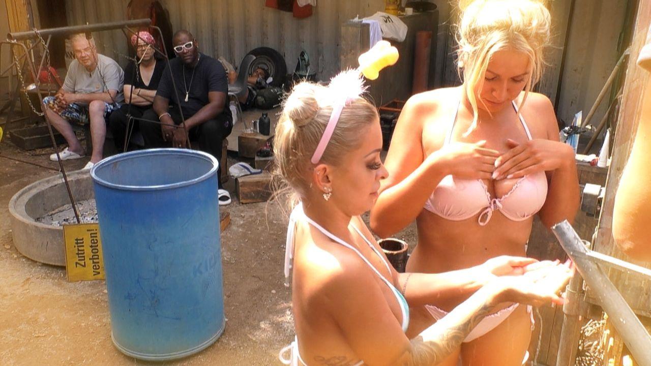 Katja Krasavice und Chethrin Schulze duschen auf der Baustelle - Bildquelle: SAT.1