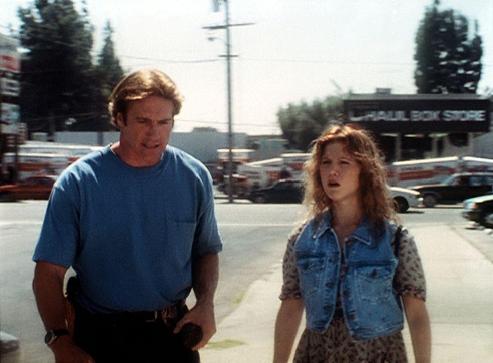 Steve (Barry Van Dyke, l.) ermahnt die junge Undercover-Agentin (Tracey Gold, r.), nicht dauernd eigenmächtige gefährliche Einsätze zu unternehmen. - Bildquelle: Viacom