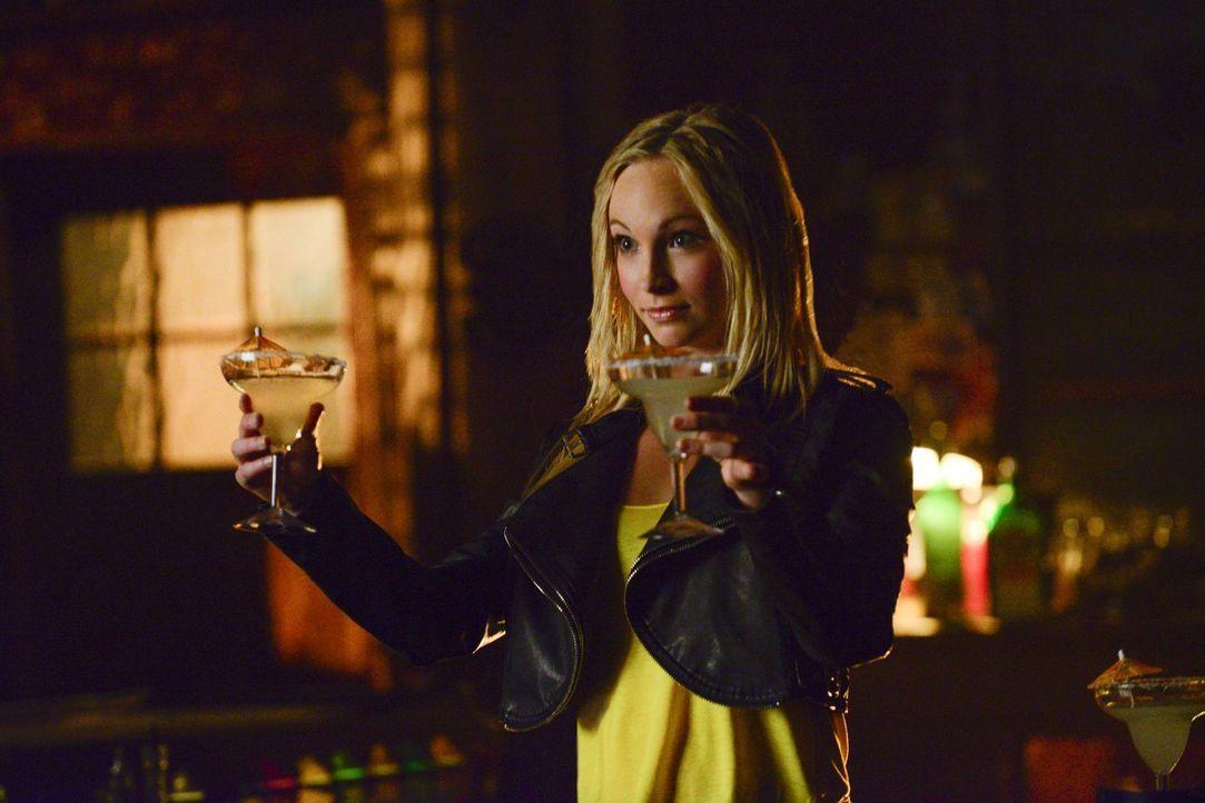 Ohne Gefühle ist Caroline (Candace Accola) unberechenbar und zieht schließlich auch Stefan mit in ihr tiefes schwarzes Loch ... - Bildquelle: Warner Bros. Entertainment, Inc