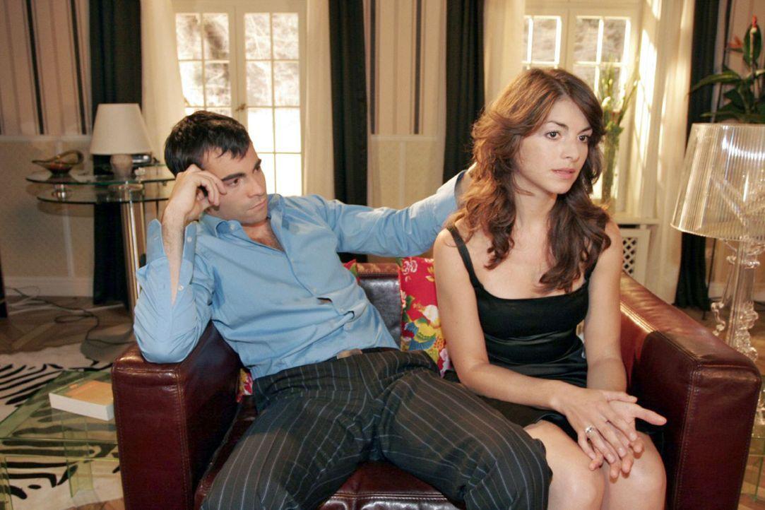 Zwischen David (Mathis Künzler, l.) und Mariella (Bianca Hein, r.) gibt es immer mehr Missstimmungen. - Bildquelle: Noreen Flynn Sat.1
