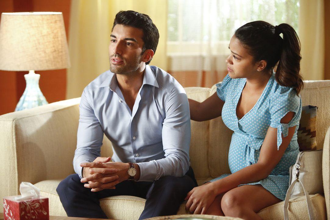 Versucht verzweifelt, die Probleme mit Rafael (Justin Baldoni, l.) zu lösen: Jane (Gina Rodriguez, r.) ... - Bildquelle: 2014 The CW Network, LLC. All rights reserved.