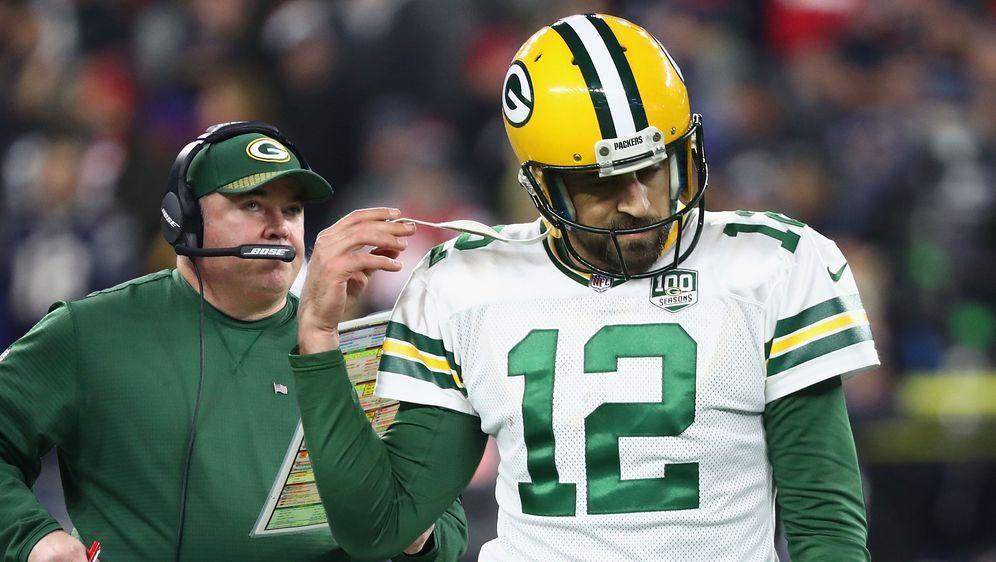 Wer ist/war hier der Boss? Aaron Rodgers (r.) muss oder darf bei den Green B... - Bildquelle: Getty Images