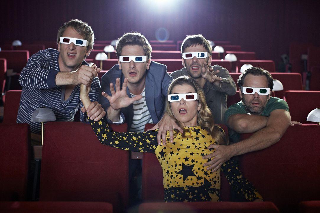 Ein etwas anderer Kinobesuch (v.l.n.r.): Kai Lentrodt, Holger Stockhaus, Anke Engelke, Daniel Wiemer und Matthias Matschke - Bildquelle: Guido Engels SAT.1