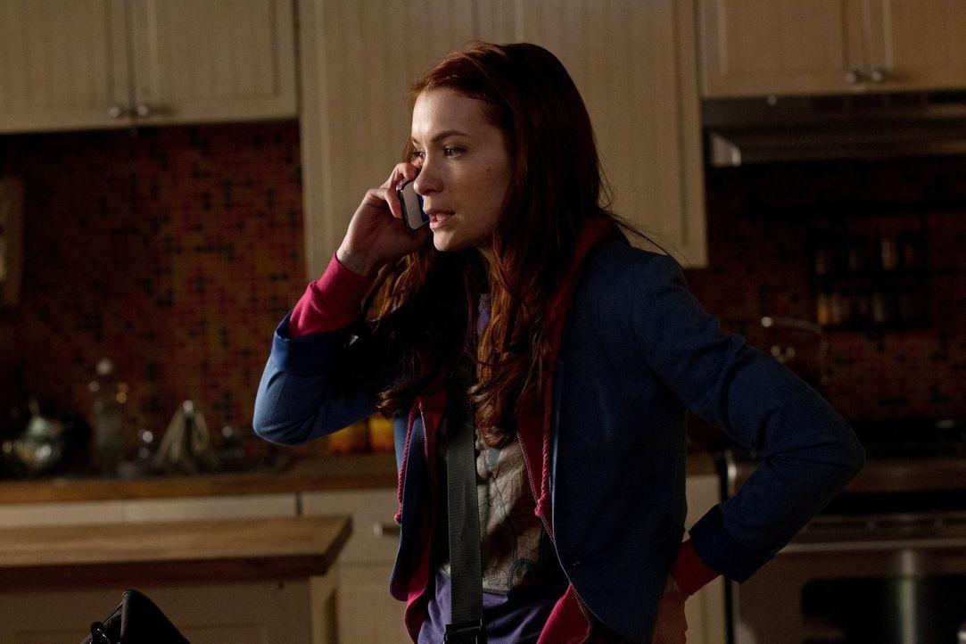 Als Computerfreak ist Charlie (Felicia Day) eine sehr beliebte Mitarbeiterin. Sie sagt es gibt nichts, das sie nicht hacken kann - doch das wird sie... - Bildquelle: Warner Bros. Television