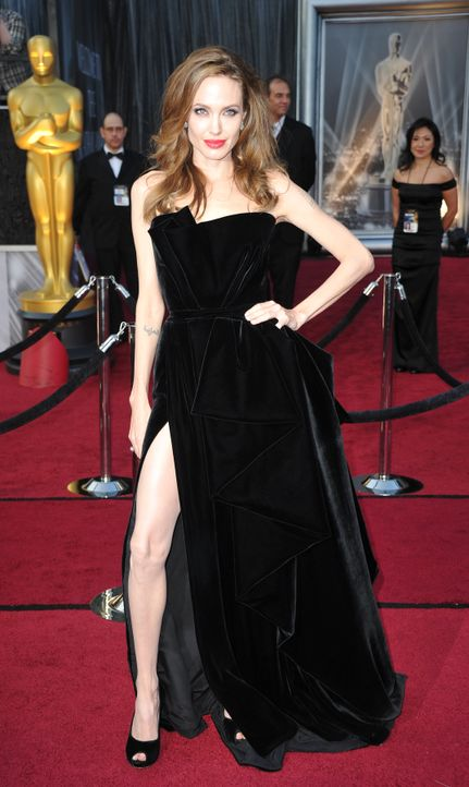 Angelina Jolie bei den Oscars 2012 - Bildquelle: AFP