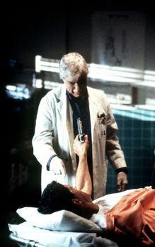 Diagnose: Mord - Dr. Mark Sloan (Dick Van Dyke, l.) wird von George Karn (Jef...