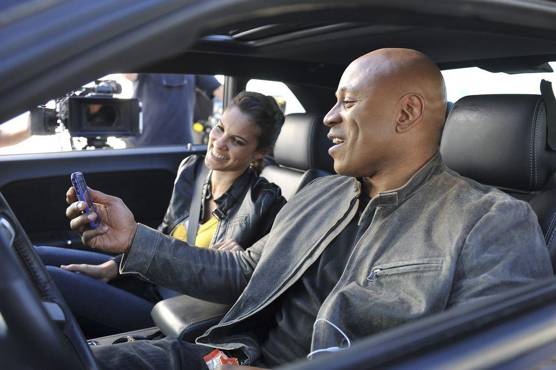 Ermitteln in einem neuen Fall: Sam (LL Cool J, r.) und Kensi (Daniela Ruah, l.) ... - Bildquelle: CBS Studios Inc. All Rights Reserved.