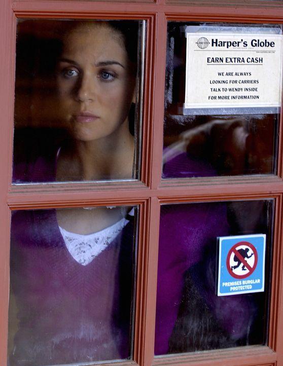 Robin (Melanie Merkosky) ist beunruhigt: Irgendjemand hat in ihrem Archiv einen Bericht über den Mörder Wakefield geordert - hat diesen allerdings... - Bildquelle: 2009 CBS Studios Inc. All Rights Reserved.