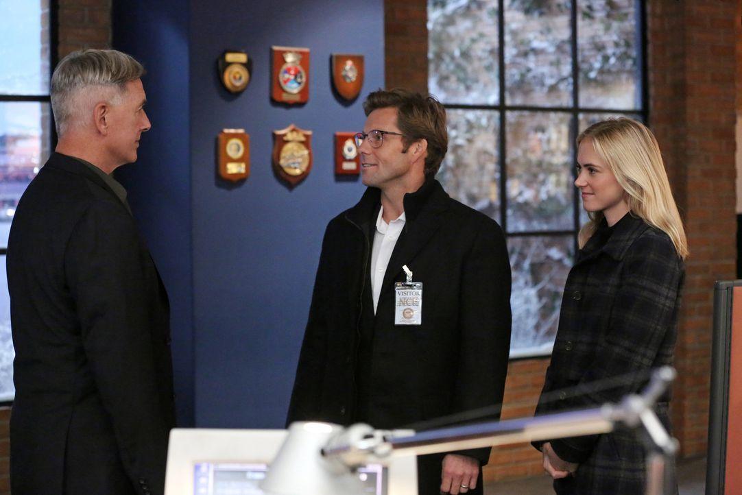 Ermitteln in einem neuen Fall: Gibbs (Mark Harmon, l.), Bishop (Emily Wickersham, r.) und ihr Ehemann Jake (Jamie Bamber, M.) ... - Bildquelle: 2014 CBS Broadcasting, Inc. All Rights Reserved