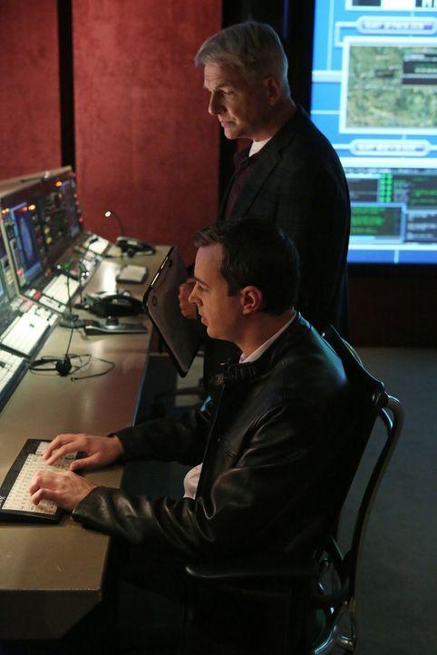 Ermitteln in einem neuen Fall: Gibbs (Mark Harmon, r.) und McGee (Sean Murray, l.) ... - Bildquelle: CBS Television