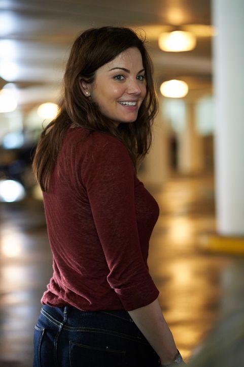Noch ahnt Alex (Erica Durance) nicht, was sie direkt vor dem Krankenhaus erwartet ... - Bildquelle: 2012  Hope Zee One Inc.