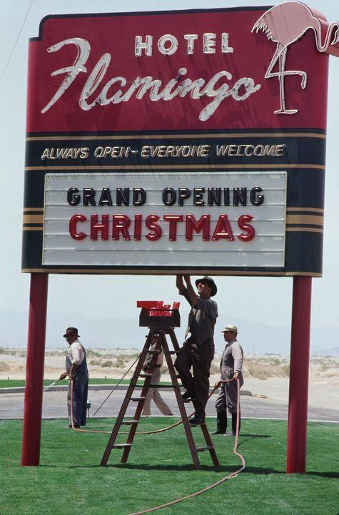 """""""Bugsy"""" (Warren Beatty, M.), der immer mächtiger wird, entwickelt eine fast größenwahnsinnige Idee: Er möchte mitten in der Wüste von Nevada ei... - Bildquelle: CPT Holdings, Inc. All Rights Reserved."""