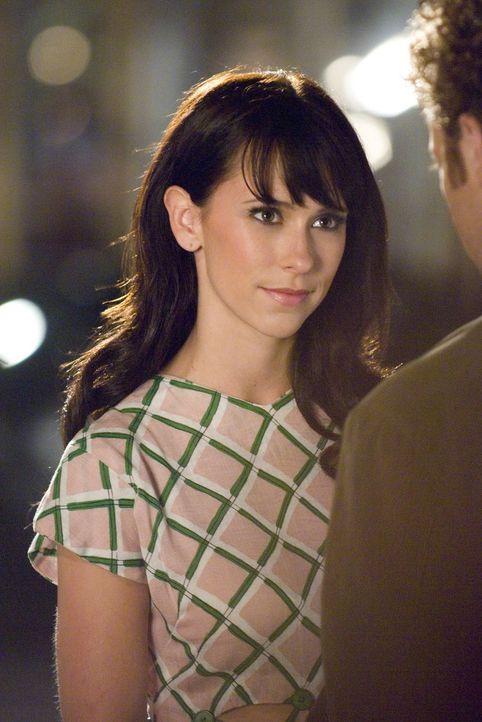 Im Auftrag des Verstorbenen Conor nimmt Melinda (Jennifer Love Hewitt, l.) Kontakt zu Cliff (Joey Slotnick, r.) auf. - Bildquelle: ABC Studios