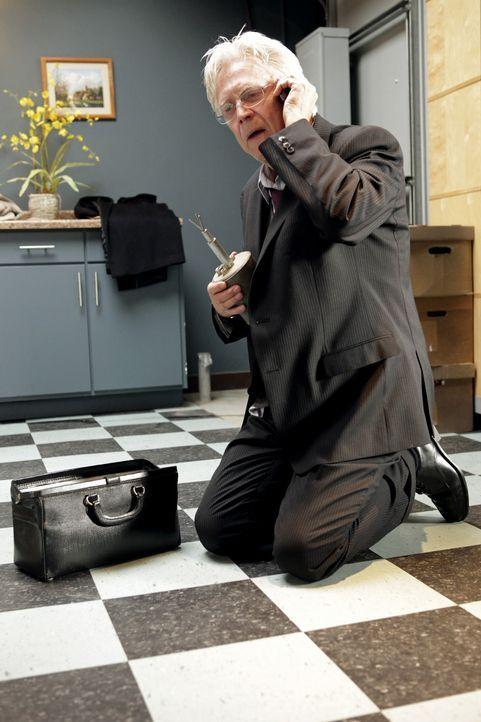 Von den Schattten hat Josh Bedford (Bruce Davison) den Auftrag bekommen, das Buch der Veränderungen zu beschaffen und zwar mit allen Mitteln. - Bildquelle: ABC Studios