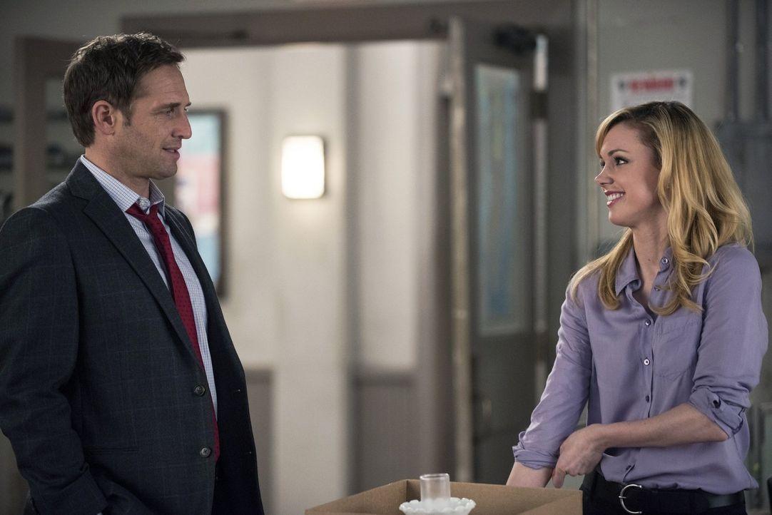 Müssen einen neuen Mordfall lösen: Jake (Josh Lucas, l.) und Frankie (Meg Steedle, r.) ... - Bildquelle: Warner Bros. Entertainment, Inc.