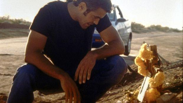 In alle Winde verstreut Dr. Ross (George Clooney) die Asche seines toten Vate...