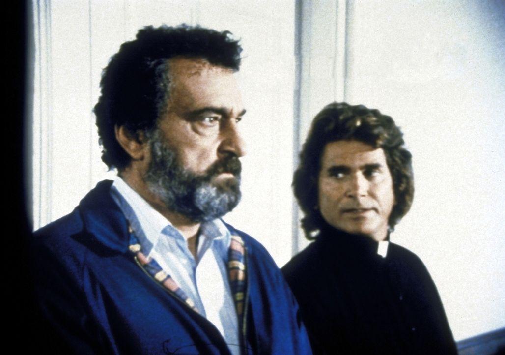 Jonathan (Michael Landon, r.) und Mark (Victor French) wollen Lizzy helfen, aber sie wissen nicht wie. - Bildquelle: Worldvision Enterprises, Inc.