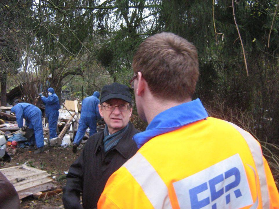 Neue Fälle von der Polizei in Stade, vom Flughafenzoll Stuttgart und vom Frankfurter Müll-Sheriff Peter Postleb (r.). - Bildquelle: kabel eins