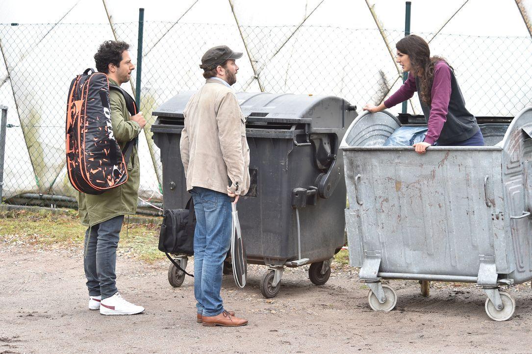 Als Fahri (l.) und Christian (M.) Christians Ex Josie (Joanna Kitzl, r.) in einem Müllcontainer treffen, will sie ihn unbedingt wiedersehen. Ihr gem... - Bildquelle: Andre Kowalski maxdome / ProSieben