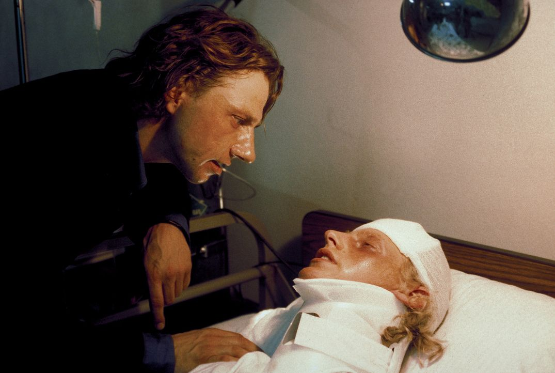 Als Lizzys Vater Gregor (Richy Müller, l.) von dem mysteriösen Verschwinden seiner Tochter erfährt, fliegt er sofort in die Karibik. Dort findet... - Bildquelle: Erika Hauri ProSieben