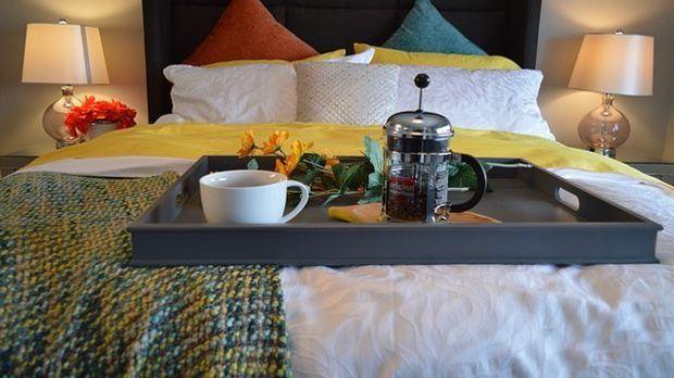 Nicht nur am Valentinstag eine gute Idee: Frühstück im Bett.