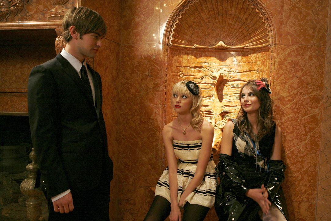 Jenny (Taylor Momsen, M.) und Agnes (Willa Holland, r.) planen eine Guerilla-Modenschau und Nate (Chace Crawford, l.) unterstützt sie in ihrem Vorha... - Bildquelle: Warner Bros. Television