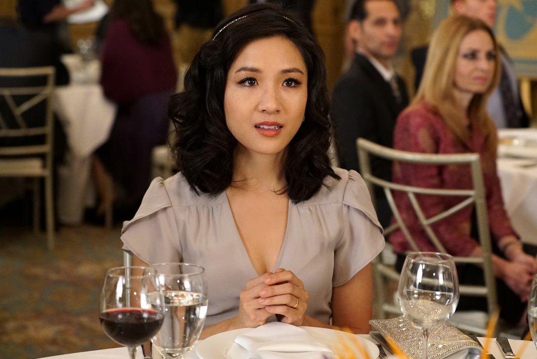 Ist enttäuscht, als sie bemerkt, dass Louis sich in seiner Rede nicht bei ihr bedankt: Jessica (Constance Wu) ... - Bildquelle: 2016-2017 American Broadcasting Companies. All rights reserved.