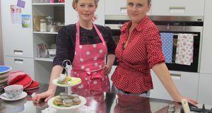 Food-Bloggerin Barbara Ullmann und Enie van de Meiklokjes backen leckere Lach...