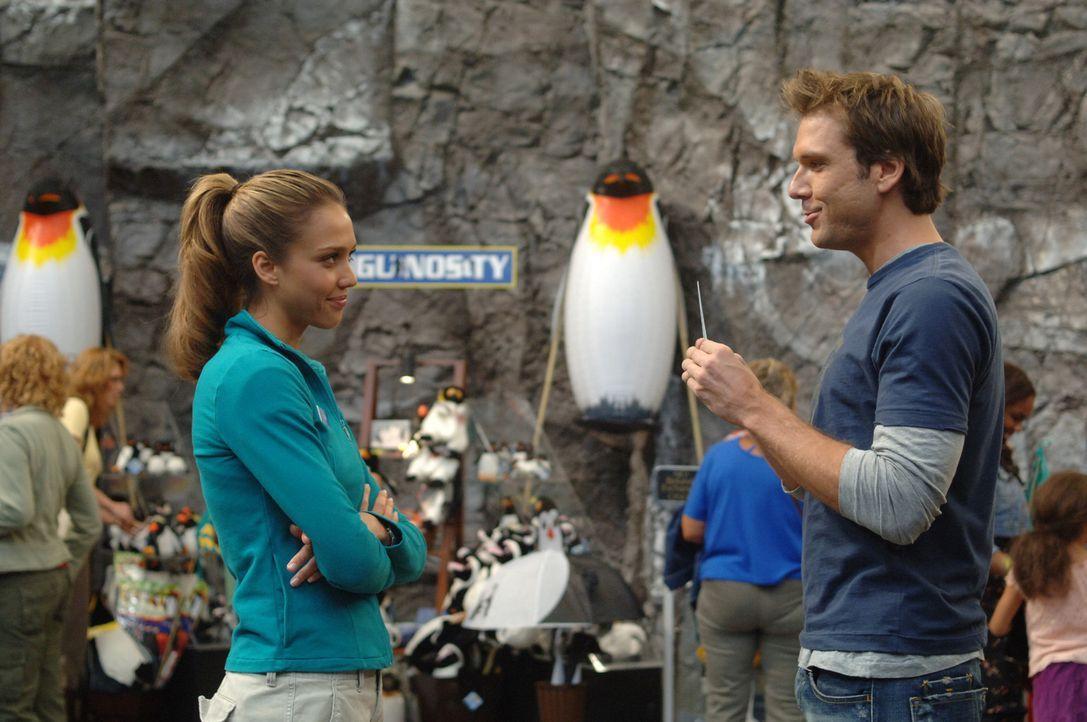 Lernen sich durch Zufall kennen und lieben: Cam (Jessica Alba, l.) und Charlie (Dane Cook, r.) ... - Bildquelle: 2007 Lions Gate Films, Inc. All Rights Reserved.