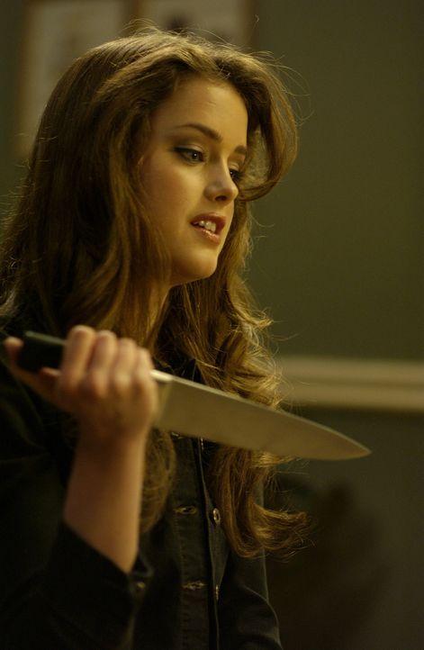 Was hat Cara Cooper (Ashley Newbrough) vor? - Bildquelle: Sony Pictures Television International. All Rights Reserved.