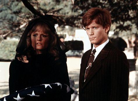 Die Waltons - Cindy (Leslie Winston, l.) und Ben (Eric Scott, r.) trauern um...