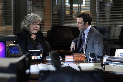 Harry's Law - Arbeiten an einem neuen Fall: Harry (Kathy Bates, l.) und Adam...