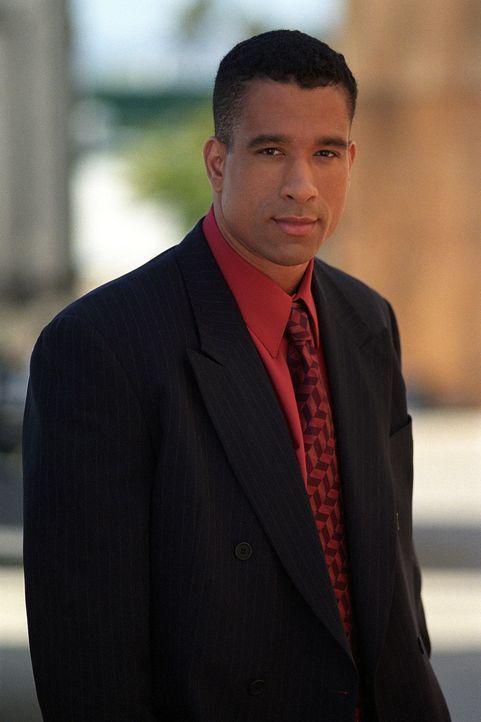 Ein FBI-Agent ist auf die drei Hexen aufmerksam geworden und offenbart ihnen, dass er über alles bescheid weiß. Morris (Dorian Gregory) vertraut sei... - Bildquelle: Paramount Pictures