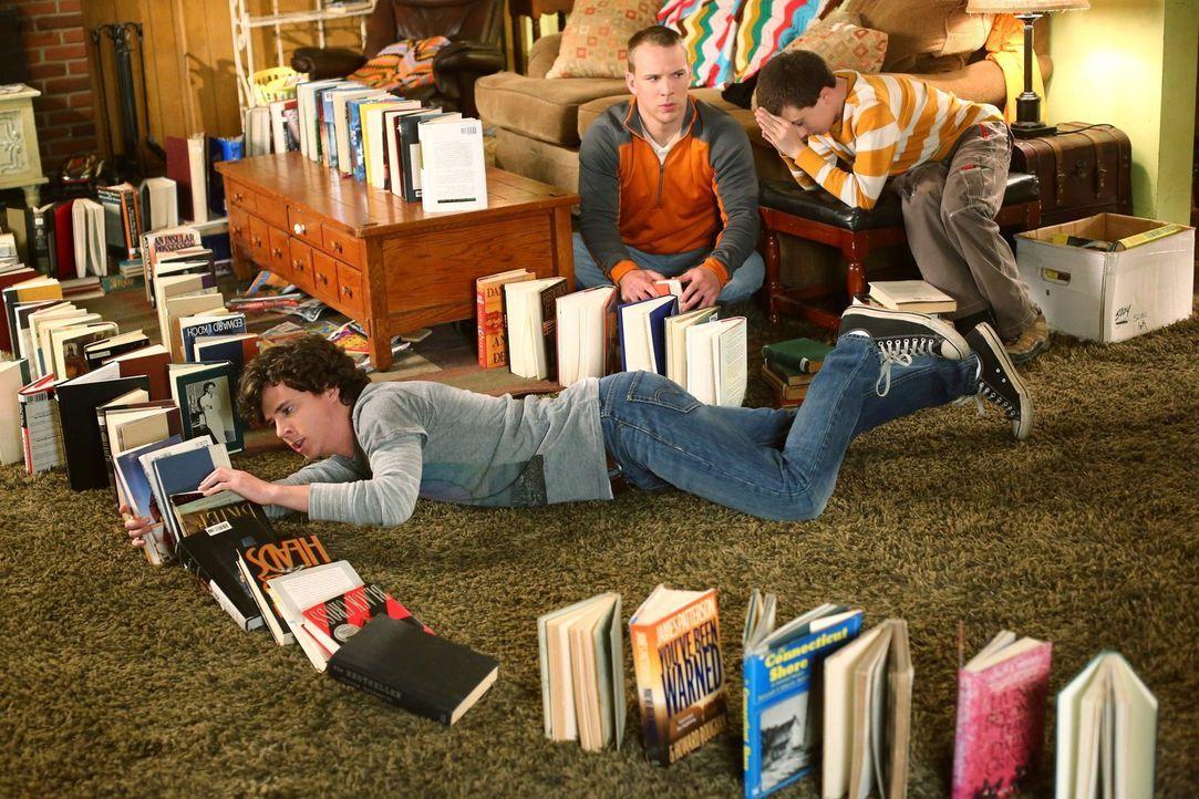 Axl (Charlie McDermott); Darrin (John Gammon, M.); Brick (Atticus Shaffer, r.) - Bildquelle: Warner Brothers