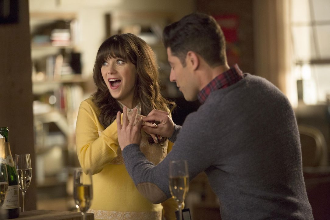 Schmidt (Max Greenfield, r.) und Cece stellen Jess (Zooey Deschanel, l.) eine wichtige Frage ... - Bildquelle: John P. Fleenor 2016 Fox and its related entities.  All rights reserved.
