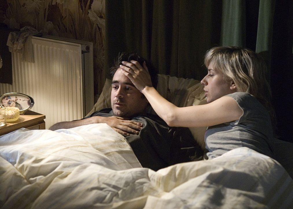 Kate (Sally Hawkins, l.) ist sehr besorgt um ihren Freund Terry (Colin Farrell, l.). Jede Nacht wacht er auf und leidet unter Panikattacken. Er sagt... - Bildquelle: Constantin Film