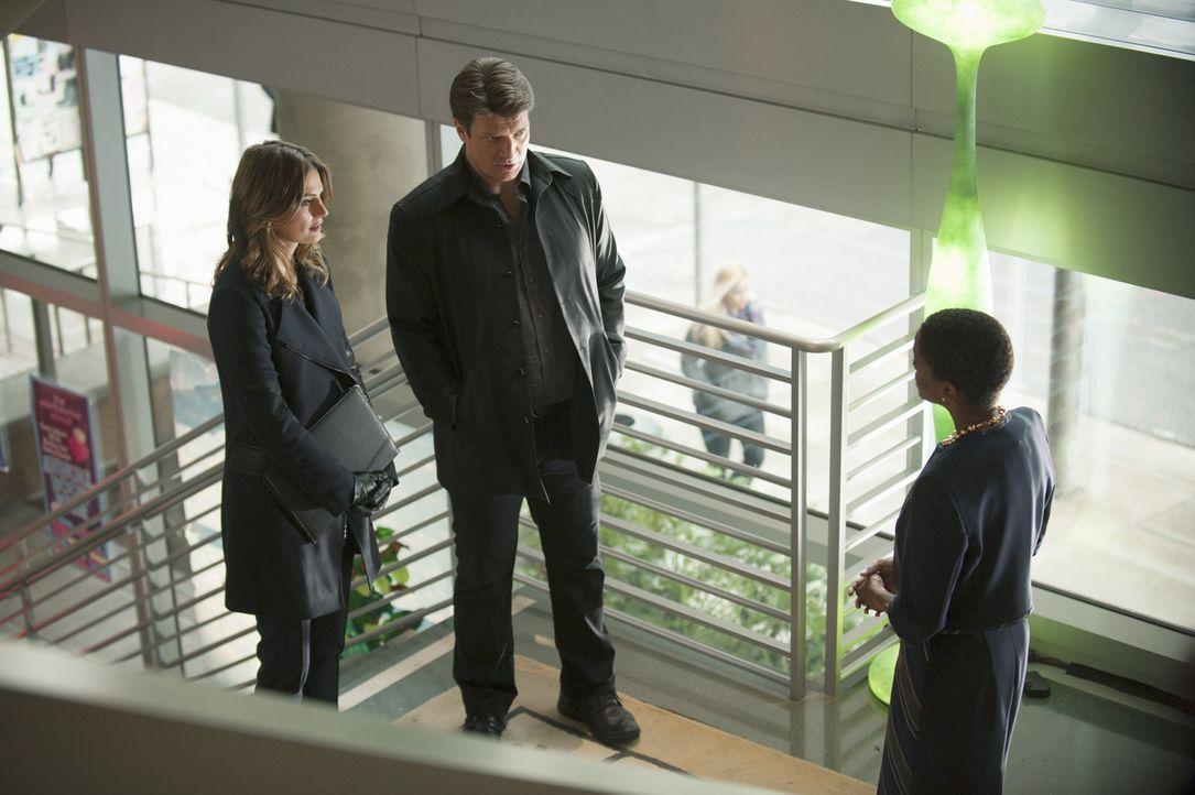 Ein Mordfall beschäftigt das Team. Obwohl Castle (Nathan Fillion, M.) eigentlich nicht mehr mit Beckett (Stana Katic, l.) arbeiten darf, nimmt er di... - Bildquelle: ABC Studios