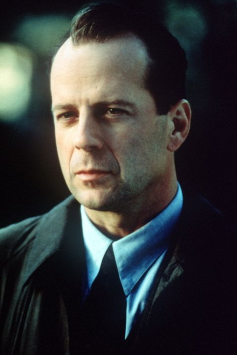 Bei dem Versuch, Cole von seiner offensichtlichen Paranoia zu befreien, stößt der Kinderpsychologe Dr. Crowe (Bruce Willis) auf eine Wahrheit, die... - Bildquelle: Buena Vista Pictures