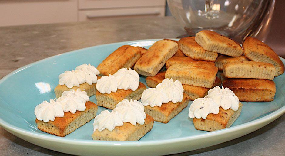 Zitronenküchlein mit Chiasamen und Vanille-Sahne