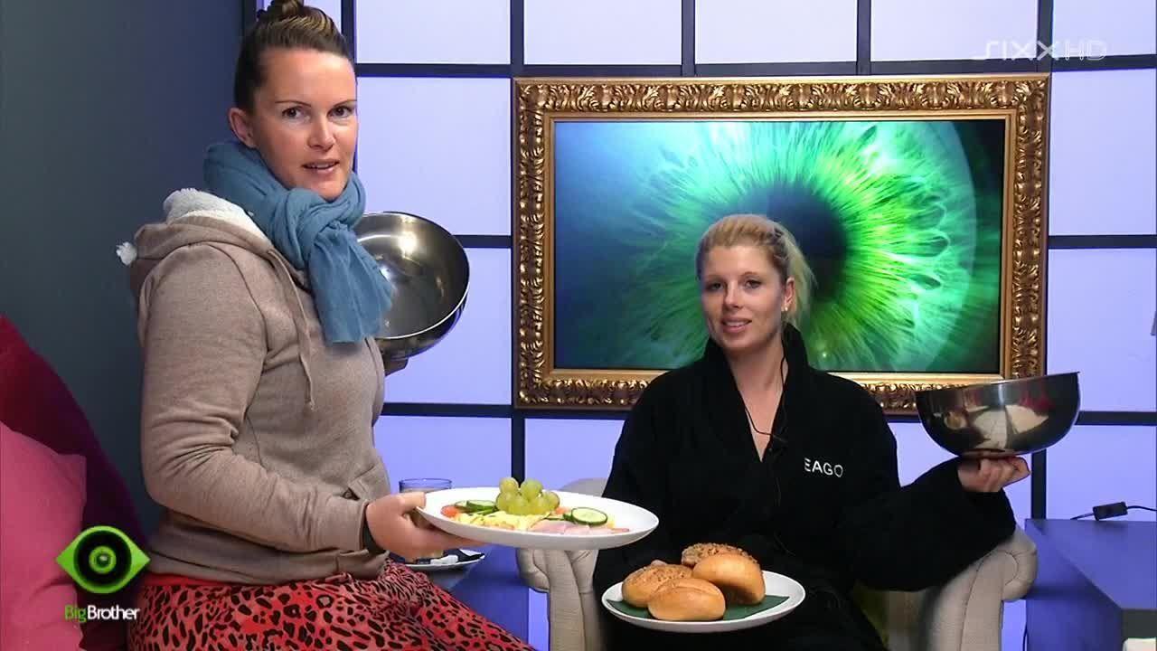 Bianca und Sharon freuen sich über ihr Essen - Bildquelle: sixx