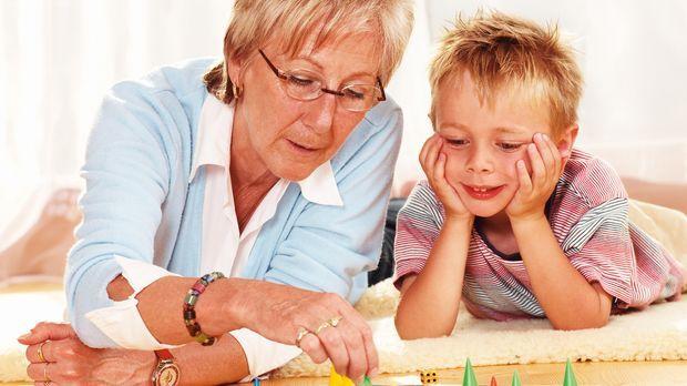 ServiceAKTE Oma und Enkel