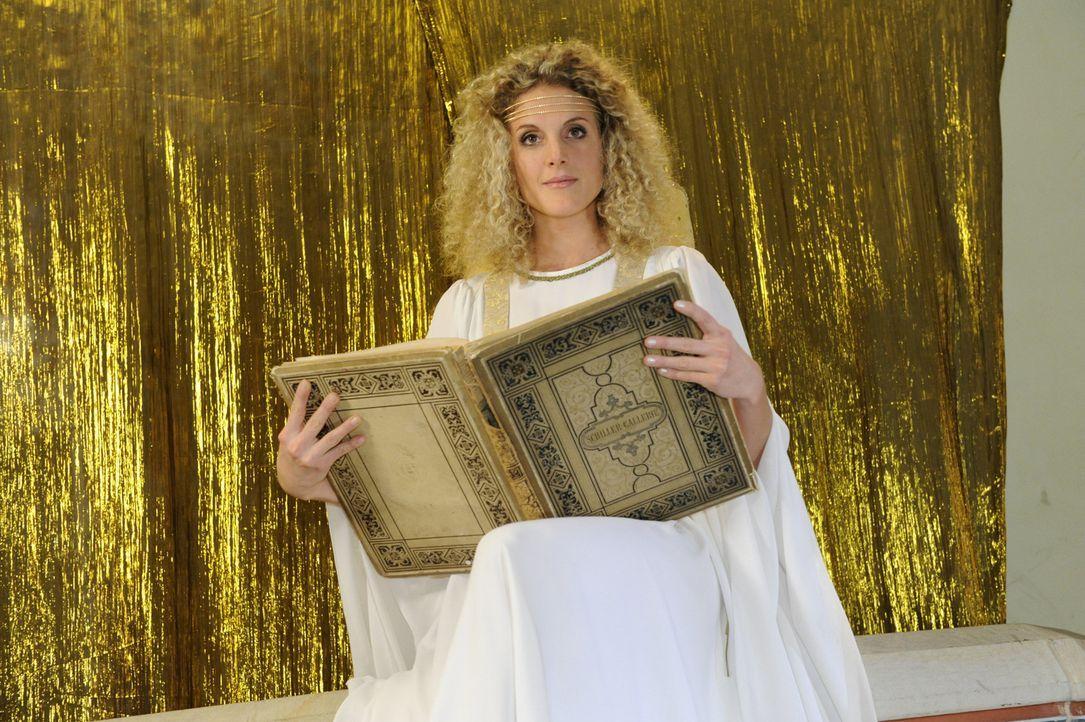Maja (Barbara Lanz) übernimmt beim Charity-Event die Rolle eines Engels ... - Bildquelle: SAT.1