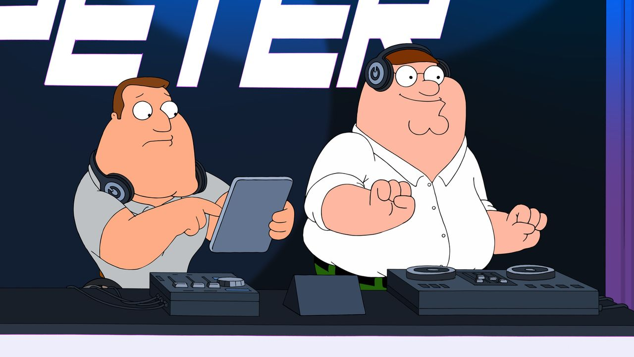 Als Neu-DJ Peter (r.) plötzlich taub wird, spielt er statt seiner Playlist unwissentlich ein Hörbuch ab. Kann Joe (l.) den Gig und ihre DJ-Karriere... - Bildquelle: 2016-2017 Fox and its related entities.  All rights reserved.