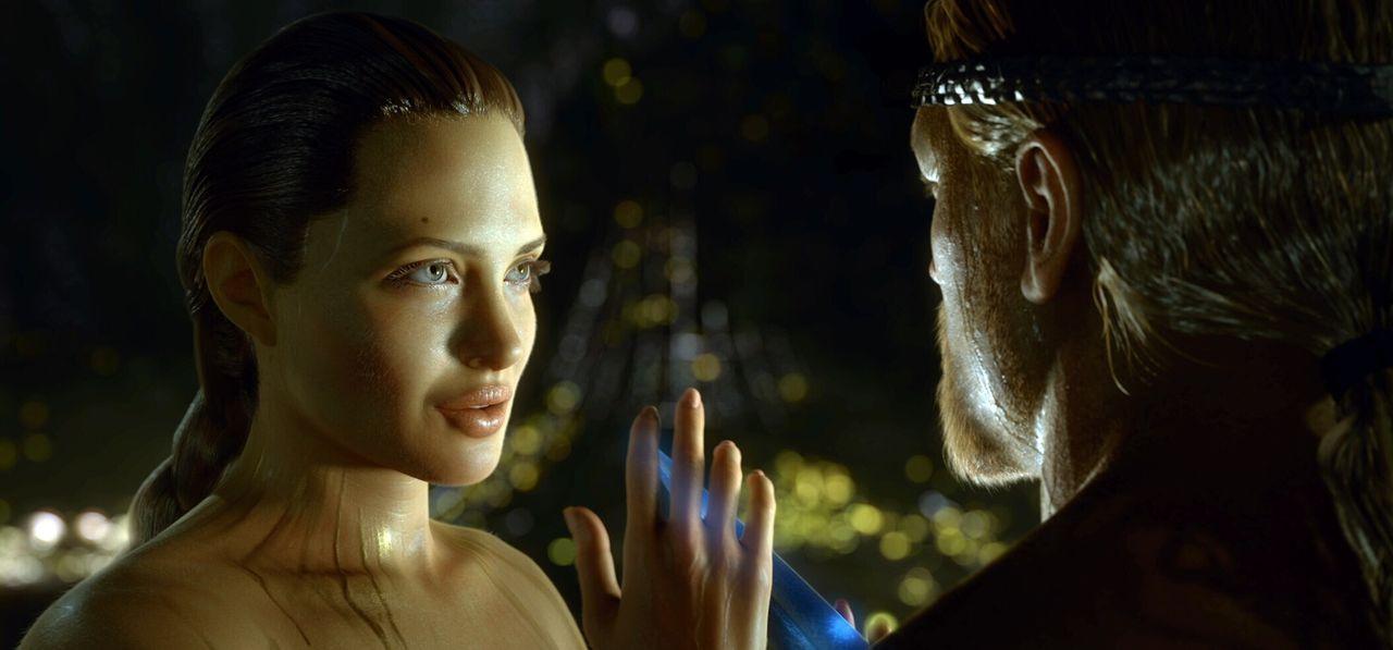 Als Beowulf (Ray Winstone, r.) das Monster Grendel tötet, erweckt er den Zorn von dessen Mutter (Angelina Jolie, l.), einem bösartigen Verführung... - Bildquelle: 2007 Warner Brothers International Television Distribution Inc.