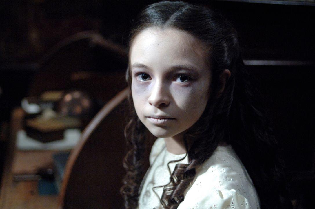 Hat so einige Menschenleben auf dem Gewissen: Das Killer-Mädchen (Jodelle Ferland) ... - Bildquelle: Warner Bros. Television