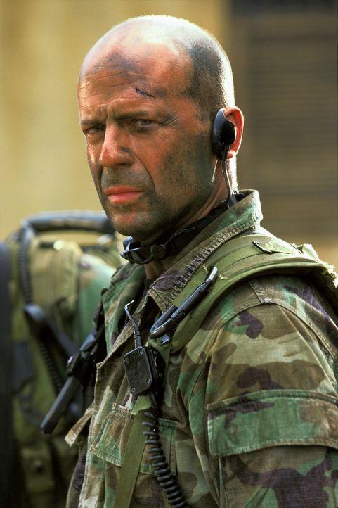 Waters (Bruce Willis) ist Führer einer Navy Seals-Einheit, dessen Spezialität aussichtslose Rettungseinsätze sind. Eines Tages erhält er den Auf... - Bildquelle: 2004 Sony Pictures Television International. All Rights Reserved.