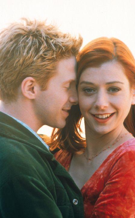 Oz (Seth Green, l.) und Willow (Alyson Hannigan, r.) lernen sich näher kennen. - Bildquelle: TM +   2000 Twentieth Century Fox Film Corporation. All Rights Reserved.
